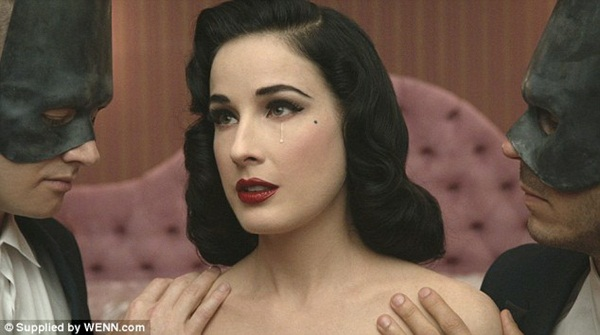 canh sex tap the cua nu hoang thoat y dita von teese gay soc